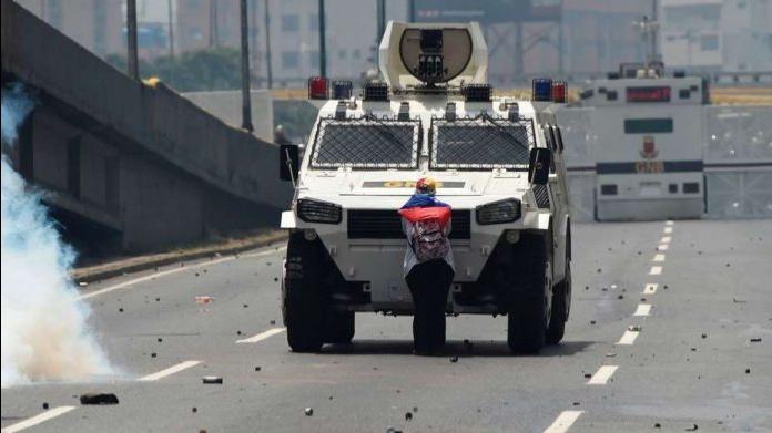 Venezuela desesperada. Por CarmenÁlvarez